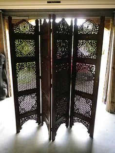 I love this ornate wooden screen. I've been looking for one to buy.