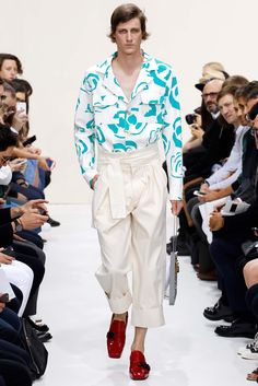 http://www.style.com/slideshows/fashion-shows/spring-2016-menswear/j-w-anderson/collection/2