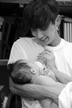 Awww. Lee Joon Gi.  How can you resist that???