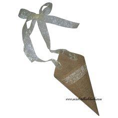 Cono para pétalos para tirar en la salida de la iglesia con cinta para atar en las sillas. Disponible en la tienda http://www.misdetallesdeboda.com