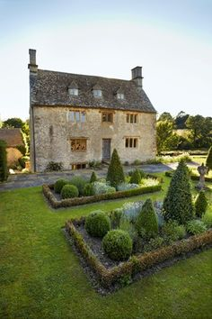 Passion For Plants - Philip Mould's Oxfordshire Home  Gardens (houseandgarden.co.uk)