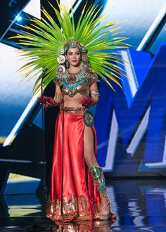 Wendy Esparza, Miss Mexico 2015 debuts her National Costume