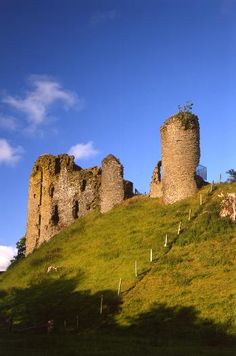 century Welsh Border castle with dramatic riverside location and extensive earthworks built to proclaim Norman dominance. Tall century keep is unusually set on the side of its mound. Photo via English Heritage Welsh Castles, English Castles, Castle Ruins, Castle House, Abandoned Churches, Abandoned Places, English Heritage, Places To Travel, Abandoned Homes