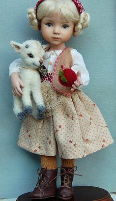 10 porcelain doll Heidi and the Apple goat OOAK par Kuwahidolls