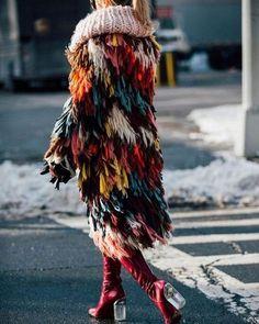 knitGrandeur: Patchwork Fringe-Chloe Crochet Fringe Coat- NY Fashion Week, F/W 2017 Outfits street style Patchwork Fringe New York Fashion Week 2018, New York Fashion Week Street Style, Fashion Weeks, Nyfw Street Style, Gilet Crochet, Crochet Fringe, Crochet Jacket, Fringe Coats, Winter Mode