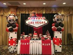 Pins daddy dessert table bombomcelebrationcreations vegas casino picture to Casino Themed Centerpieces, Casino Party Decorations, Casino Theme Parties, Party Themes, Party Ideas, Feather Centerpieces, Themed Parties, Fète Casino, Casino Cakes