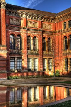 London, South Kensington & Knightsbridge, Victoria and Albert Museum,  Courtyard