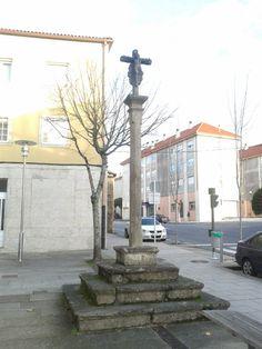 Cruceiro en Vista Alegre. Santiago de Compostela. 42º53'27.32''N 8º32'50.71''O. https://www.google.es/maps/@42.8908573,-8.5472919,3a,75y,281.53h,89.12t/data=!3m4!1e1!3m2!1slVHmiOCEMebeKN-_QS_4Tg!2e0