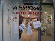 Vitrine Petit Bateau et Le Petit Nicolas - septembre 2009 - Le Journal des…