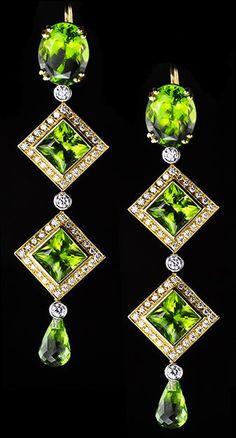 Gold, Peridot and Diamond Drop Earrings, Deleuse. Jewelry Box, Jewelery, Jewelry Accessories, Vintage Jewelry, Fine Jewelry, Jewelry Making, Vintage Clothing, Gold Jewelry, Jewelry Rings