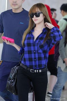 Checkered is always cute. She is too. Jessica Jung's airport fashion - Celebrity Photos - OneHallyu