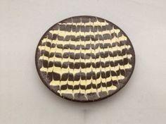 ◇特徴スリップウェアの小皿です。チョコレートケーキのような色合いが美味しそうですね。和・洋問わずお菓子に合いそうです。また、食器以外にも、アクセサリートレイと...|ハンドメイド、手作り、手仕事品の通販・販売・購入ならCreema。