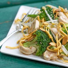 Broccoli, mushrooms and almonds with noodles