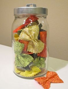 Tri-color pasta bows...play food...omg, easiest thing to make (even for the sewing impaired like me) and yet so freaking adorable! I'd totally put it in a glass jar just to display it too!