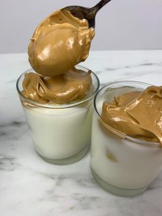 Here's how to make whipped coffee (also called Dalgona coffee) in just minutes to get your caffeine fix! It is such a delicious treat. Coffee Drink Recipes, Coffee Drinks, Dessert Recipes, Starbucks Drinks, Iced Coffee, Coffee Truck, Coffee Coffee, Starbucks Coffee, Tea Recipes