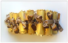 Приглашения на свадьбу - золотые состарившиеся свитки.