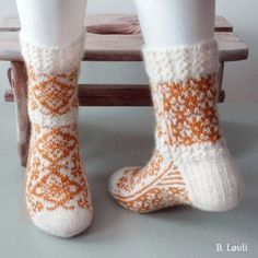 Ravelry: Cloudberry Flower Sokker pattern by StrikkeBea Ravelry, Projects To Try, Barn, Socks, Flowers, Pattern, Crafts, Design, Ideas
