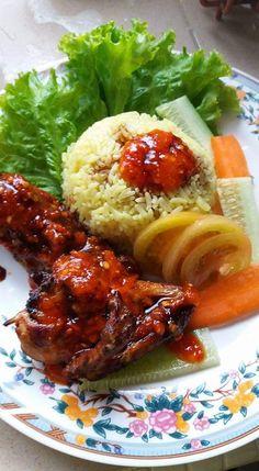 Resepi Nasi Ayam Simple Tapi Power. Ayam Goreng Cantik Berkilat! Asian Recipes, Easy Recipes, Ethnic Recipes, Taste Made, Malaysian Food, Main Meals, Tandoori Chicken, Food And Drink, Cooking