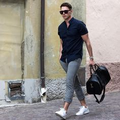 gym after work // fitness //urban lifestyle [mens fashion] // // Fashion Mode, Urban Fashion, Fashion Boots, Style Fashion, Fashion Stores, Fashion Design, Urban Lifestyle, Grey Chinos, Gray Pants