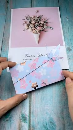 Use paper to make an origami crane envelope. To mother, best friend as a surprise gift! Save it, try to … Instruções Origami, Origami Envelope, Paper Crafts Origami, Easy Paper Crafts, Diy Paper, Origami Videos, Diy Envelope, Diy Crafts Hacks, Diy Crafts For Gifts