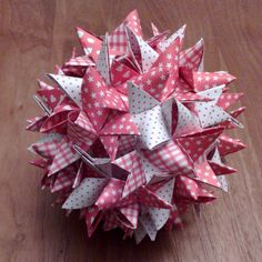 Stjerne af 48 strimler www. – Origami Community : Explore the best and the most trending origami Ideas and easy origami Tutorial Snowflake Origami, Origami And Kirigami, Origami Easy, Paper Christmas Ornaments, Christmas Star, Christmas Crafts, 3d Paper Star, Paper Stars, 3d Origami Stern