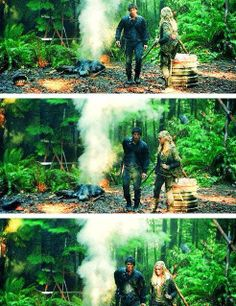Bellamy Blake (Bob Morley) and Clarke Griffin (Eliza Taylor) II Badass Bellarke Moment II The 100