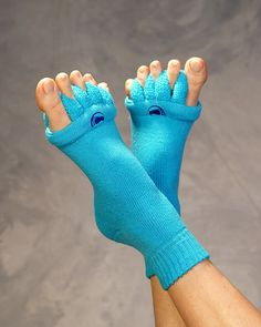 Blue Foot Alignment Socks- Blue Foot Alignment Socks Foot pain relief with The Original Foot Alignment Socks. Pain from bunions, plantar fasciitis, crooked toes and other foot pain is helped by Toe alignment socks - Newborn Schedule, Foot Pain Relief, Bunion Relief, Hammer Toe, Sore Feet, Natural Headache Remedies, Migraine Relief, Heel Pain, Feet Care