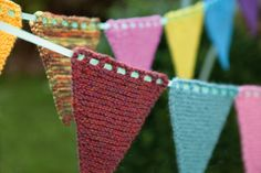 Free Knitted Bunting Pattern courtesy of Buttons and Beeswax! Thanks, Faye!