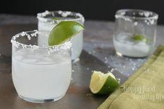3 Ingredient Skinny Margaritas - The easiest margarita you'll ever taste - under 70 calories!! www.happyfoodhealthylife.com #skinny #margari...