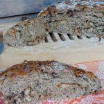 Broa Recheada - Receitas e Menus © Banana Bread, Desserts, Food, Flourless Bread, Cod, Easy Keto Recipes, Tailgate Desserts, Deserts, Eten