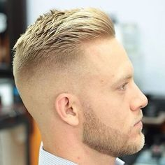 Der Crewschnitt ist eine der beliebtesten Kurzhaarschnitte für M… The crew cut is one of the most popular short haircuts for men. The men's hairstyle for men is cool, classic and stylish. You can style your short hair in a… Continue Reading → Modern Hairstyles, Hairstyles Haircuts, Haircuts For Men, Straight Haircuts, Shaved Side Hairstyles Men, Mens Haircut Shaved Sides, Military Hairstyles, Beautiful Hairstyles, Clean Cut Haircut
