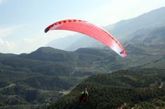 Veinte mil personas verán surcar en el cielo de Sierra de Segura a miles de parapentistas