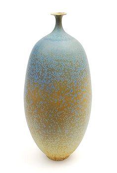 Porseleinen vaas met groen kristalglazuur ontwerp uitvoering Hein Severijns / in eigen atelier ca.1980
