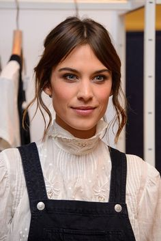 Alexa Chung and the Split-Second Polish of Face-Framing Curls Victorian Shirt, Victorian Fashion, Kate Bosworth, Melena Bob, Alexa Chung Style, Face Framing, Hair Inspo, Hair Inspiration, Vintage Looks