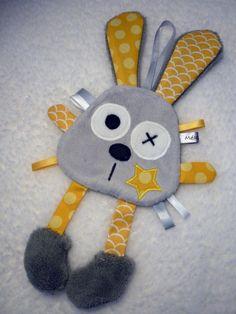 Doudou attache tétine lapin gris jaune - réservé                                                                                                                                                                                 Plus