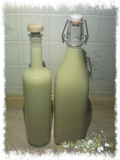 La mia carissima amica Giovanna, spesso cavia dei miei esperimenti, tempo fa mi disse che voleva sperimentare qualcosa e che poi me l' avrebbe fatto assagg Cocktail Juice, Pistachio Cream, Homemade Liquor, Beautiful Fruits, Banana, Kitchen Witch, Limoncello, Stuffed Hot Peppers, Kitchen Recipes