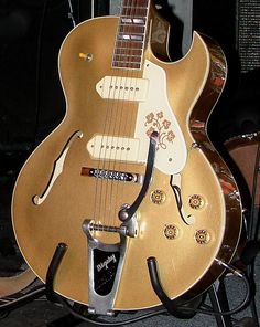 Gibson ES-295 Guitar With Bigsby Vibrato Tailpiece