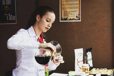 Just delicious! HONEY COFFEE!  #TRESSO #forodelcafe #specialtycoffee #cafedeespecialidad #chemex #thebestcoffee #elmejorcafe #honey #honeycoffee #cafehoney #chemexlove #gourmet #tasty #scaa #espresso #capuccino #coffee #coffeelovers  #coffeeaddict #delicious #cafe #traditional #barista http://ift.tt/1U25kLY