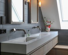 Luxe woonboerderij - Piet-Jan van den Kommer- badkamer meubel 1