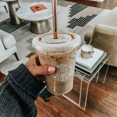 What's your favourite Starbucks drink to get in the Fall? Café Starbucks, Bebidas Do Starbucks, Iced Coffee, Coffee Drinks, Coffee Shop, Aesthetic Coffee, Aesthetic Food, Coffee Is Life, I Love Coffee