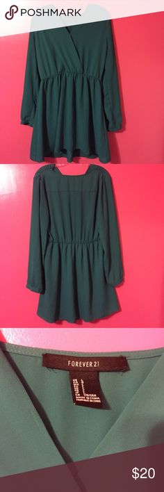 Green long-sleeved dress Forever 21 size L Green long sleeved dress from Forever 21, in perfect condition! Can be buttoned or unbuttoned at the top from the inside. Can also unbutton and cuff sleeves. If you have any questions let me know:) Forever 21 Dresses Mini