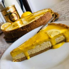 Rea Jaleczová: Neskutočný osviežujúci citrónovo-kávový cheesecake🍋Pre všetkých milovníkov Mazagrande ako ja ako stvorený (aj pre iných😊) Ingrediencie: 🍪280-300g maslových sušienok (použila som Zlaté CLUB) 🍪90g masla 🍋500g jemného tvarohu (možnosť kombinovať s mascarpone pre väčšiu jemnosť) 🍋250g kyslej smotany 🍋2 vajíčka 🍋2 čl vanilková pasta Bourbon 🍋šťava z 1/2 a kôra z celého citróna 🍋3 čl instantnej kávy (pridala som aj lyžičku mletej pre zrnká) 🍋3-4 lyžice medu (pre zdravšiu… French Toast, Cheesecake, Pie, Breakfast, Desserts, Food, Torte, Morning Coffee, Tailgate Desserts