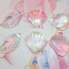 Kawaii Jewelry, Kawaii Accessories, Cute Jewelry, Crystal Aesthetic, Pink Aesthetic, Mermaid Wallpapers, Cute Wallpapers, Magical Jewelry, Glitter Wallpaper