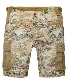 Relaxed slim fit cargo shorts
