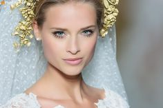Isn't this gold hair accessory used in the Pronovias catwalk show very pretty?
