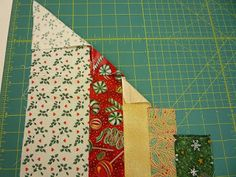 north winds quilting: Circle Wedge Tree Skirt, Part 1 Instructions on laying out fabric to use with 9 or 10 Degree Wedge ruler. Quilting Board, Quilting Tips, Quilting Tutorials, Quilting Designs, Art Quilting, Quilting Projects, Christmas Sewing, Diy Christmas Ornaments, Christmas Projects