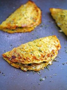Cheese Mushroom and Spinach Cauliflower Crust Calzone (I would need to use my vegan Mozz for this) Low Carb Recipes, Real Food Recipes, Vegetarian Recipes, Cooking Recipes, Healthy Recipes, Cauliflower Crust, Cauliflower Recipes, Cauliflower Tortillas, Keto Tortillas