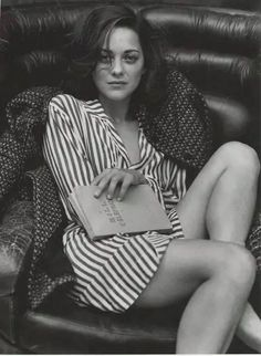 Marion Cotillard - Vanity Fair Italia by Bruce Weber, September Talented actress, beautiful legs. Bruce Weber, Foto Glamour, Star Francaise, Marine Look, Vanity Fair Italia, Beautiful People, Beautiful Women, Pretty People, Simply Beautiful