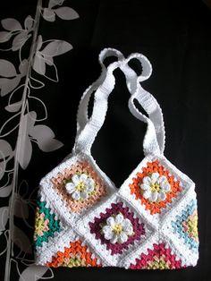 Vendo bonito bolso hecho en crochet, primaveral,a 20 euros.