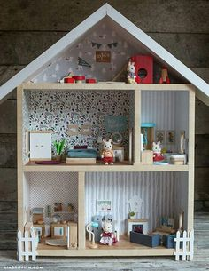 A dollhouse can be a gift that is cherished forever. Creating one of these DIY dollhouse projects with your kids adds a special sentimental feeling. Diy Dollhouse, Dollhouse Furniture, Dollhouse Miniatures, Victorian Dollhouse, Modern Dollhouse, Homemade Dollhouse, Cardboard Dollhouse, Dollhouse Design, Barbie Furniture